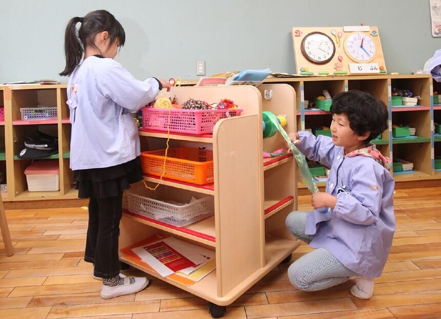 360度収納できる可動式の製作棚